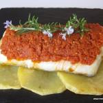 Bacalao confitado con romesco de tomates secos