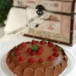 Pastel de chocolate y coca cola con frambuesas